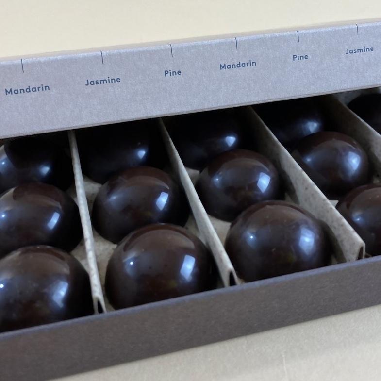 chocolat-essentiel-happy-heres-to-joy-and-happiness
